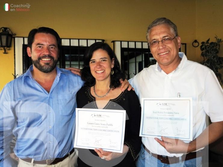 Ricardo Escobar y sus alumnos certificados Carmen Arana y Raúl Fernández